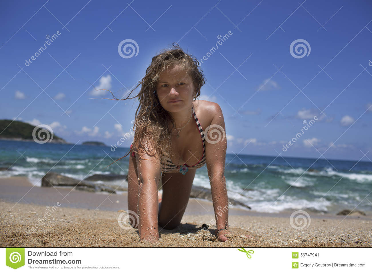 naked girls on all fours beach