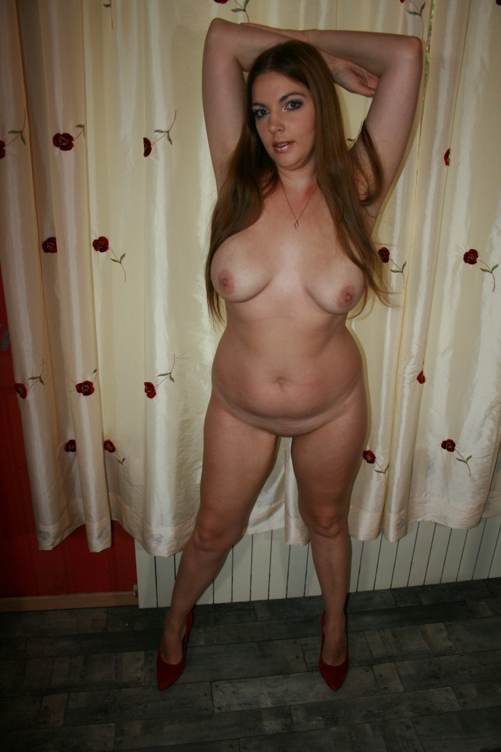 nude and famous females mom