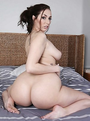 naked female bubble ass